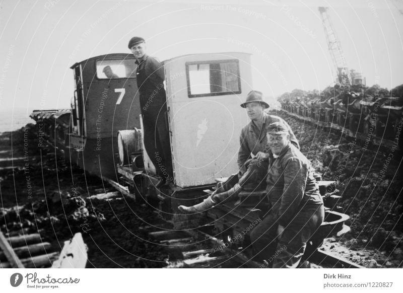 Deichbau in Schleswig-Holstein Arbeit & Erwerbstätigkeit Beruf Handwerker Baustelle Mensch maskulin Junger Mann Jugendliche Erwachsene 3 Menschengruppe