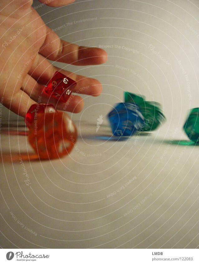 Die Würfel fallen immer noch 5 weiß grün blau rot gelb Farbe Spielen Glück 2 orange rosa 3 Ziffern & Zahlen 4