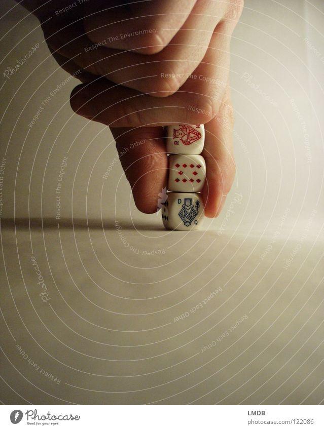 Hilfreicher Hochstapler mehrfarbig Poker weiß Ziffern & Zahlen 2 3 4 5 6 rot rosa Zufall rechnen würfeln Spielen ansammeln Hand Finger Helfer Makroaufnahme