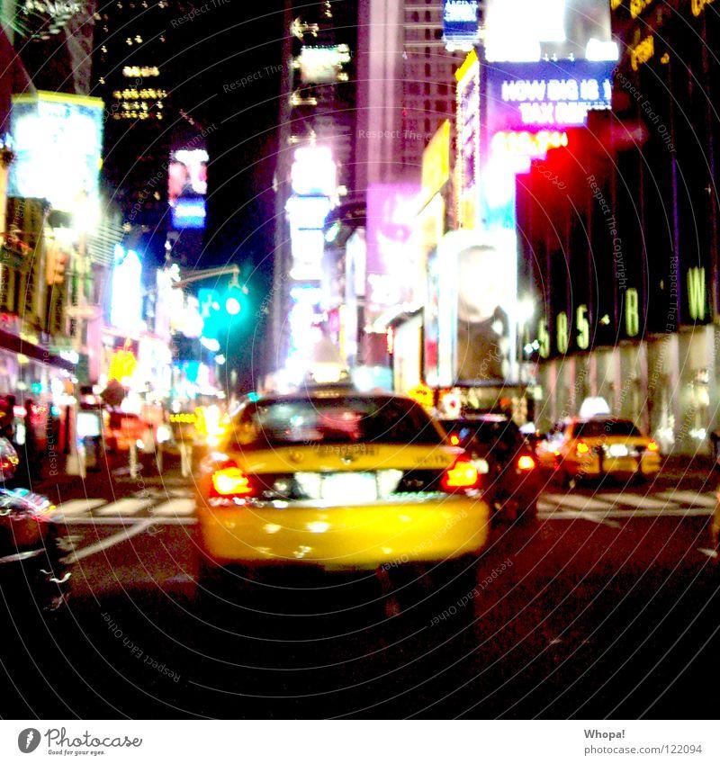 Taxi!!!! Freude gelb Straße Nacht Lebensfreude Stadtzentrum Werbung Eile unterwegs New York City New York State Nachtleben Leuchtreklame ausgehen mehrfarbig