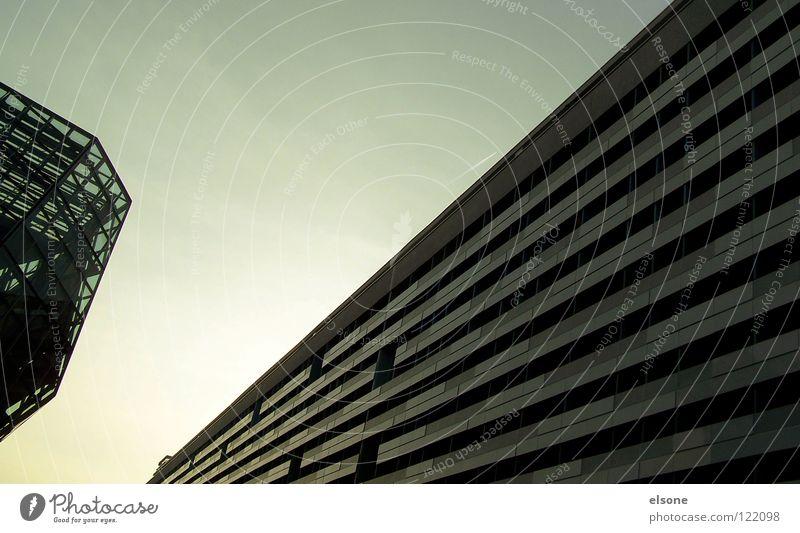 ::I LOVE DRESDEN:: Himmel blau schön Stadt Wolken Haus schwarz kalt dunkel Leben Fenster Freiheit oben grau Mauer