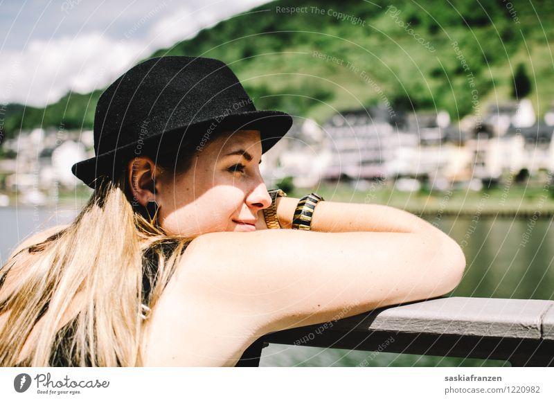 Woanders sein. Mensch Natur Ferien & Urlaub & Reisen Jugendliche Sommer Wasser Junge Frau Sonne Ferne 18-30 Jahre Erwachsene feminin Haare & Frisuren Freiheit Lifestyle Kopf