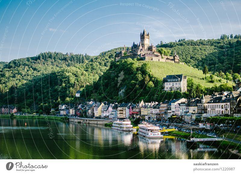 Cochem Umwelt Natur Landschaft Wasser Himmel Wolkenloser Himmel Sommer Schönes Wetter Wald Hügel Flussufer Dorf Haus Burg oder Schloss Sehenswürdigkeit