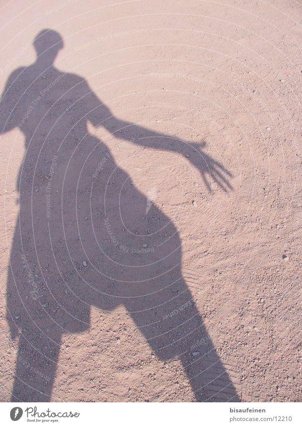 Showdown Mensch Sand gehen Staub Nachmittag Siluette Selbstbildnis Silhouette Shadow Körper Farbfoto Schatten