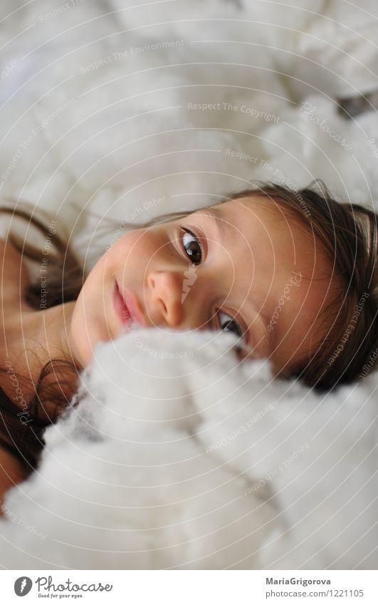 Kleines Mädchen Mensch Kind Kopf Haare & Frisuren Auge 1 3-8 Jahre Kindheit Lächeln Blick Spielen träumen Fröhlichkeit schön lustig mehrfarbig weiß Freude Liebe