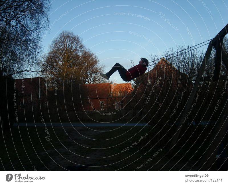 Schaukeln Freude Glück frei Kindheit Schaukel Spielplatz
