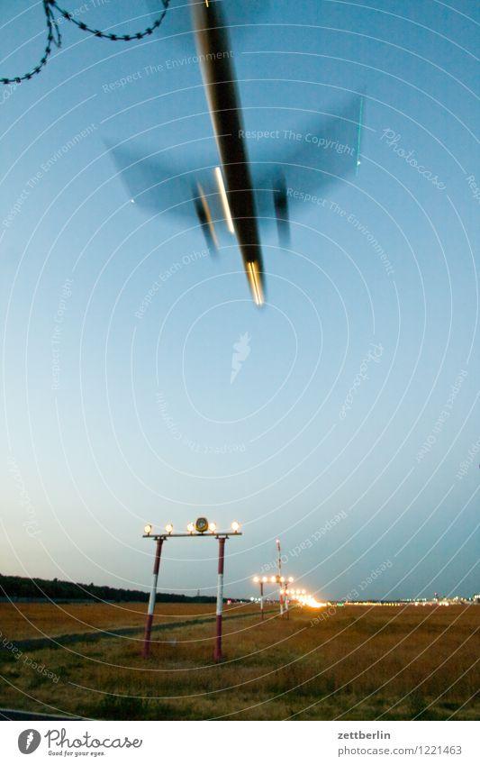 Landeanflug Abheben Flugzeugstart Landen Flugzeuglandung Dynamik fliegen Luftverkehr Flughafen Geschwindigkeit Eile Himmel Pilot Ferien & Urlaub & Reisen