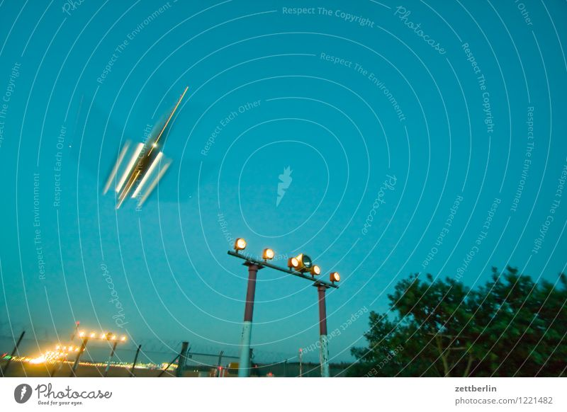 UFO Abheben Flugzeugstart Landen Flugzeuglandung Dynamik fliegen Luftverkehr Flughafen Geschwindigkeit Eile Himmel Pilot Ferien & Urlaub & Reisen