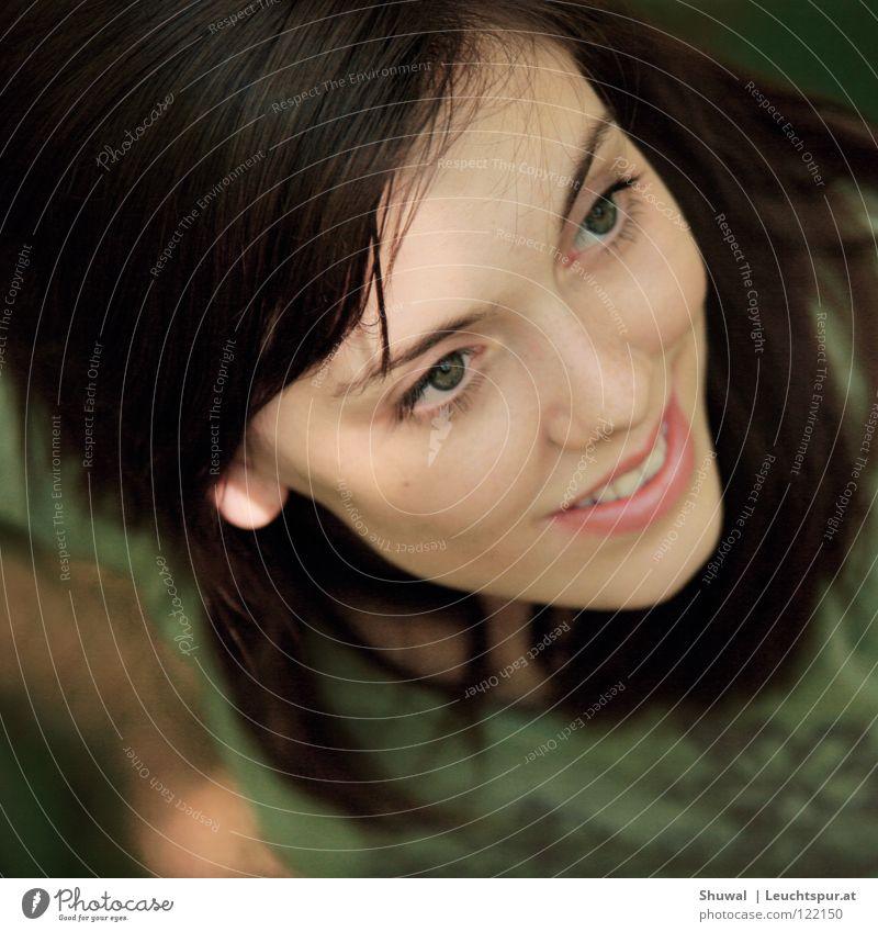 Sigh no more, ladies, sigh no more Frau Jugendliche grün schön Freude Gesicht Auge feminin Kopf Haare & Frisuren Religion & Glaube Mund elegant Haut Hoffnung