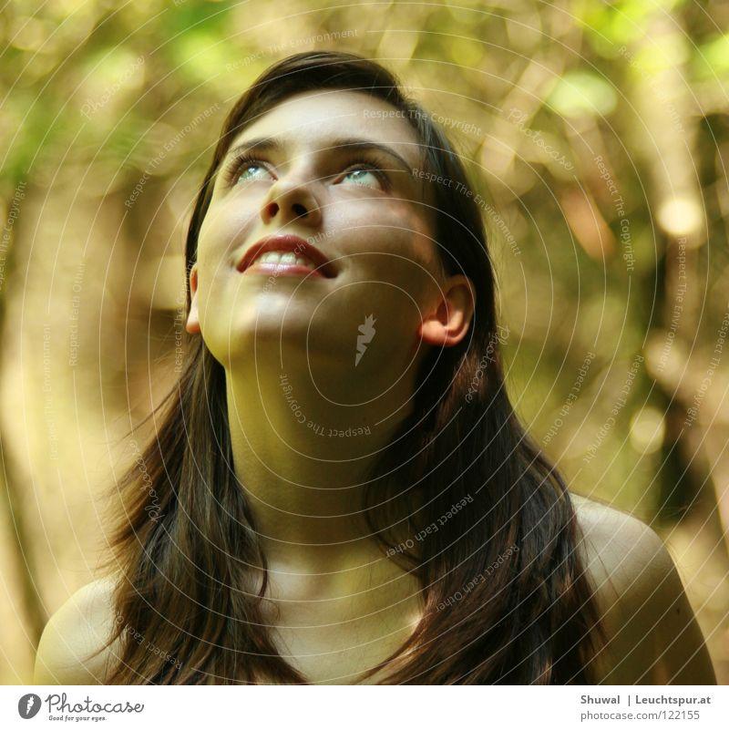 Thy word ... Frau Jugendliche schön Freude Gesicht Wald feminin Religion & Glaube Kopf Haare & Frisuren lachen träumen Zufriedenheit Haut Mund ästhetisch