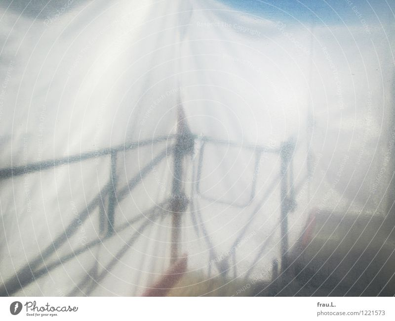 eingerüstet Handwerker Baustelle Kunstwerk Bühne Stadt Haus Mauer Wand Metall Kunststoff leuchten Fröhlichkeit frisch weiß Reinlichkeit Sauberkeit Schutz