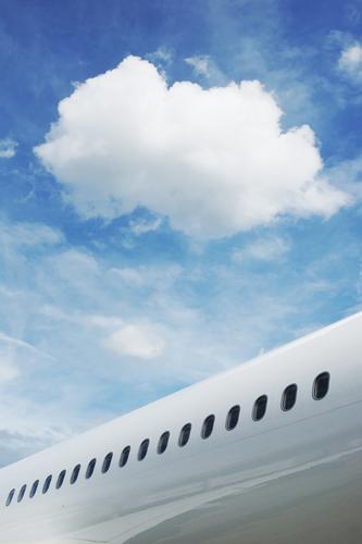 Traum vom Fliegen Himmel Ferien & Urlaub & Reisen blau Sommer weiß Wolken schwarz fliegen hell Tourismus elegant Luftverkehr Verkehr ästhetisch Beginn Zukunft