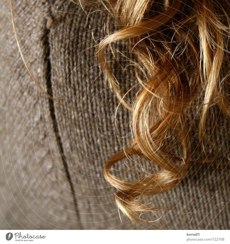 Goldlocke 2 Locken blond lockig braun Unschärfe gold Haare & Frisuren verführerisch