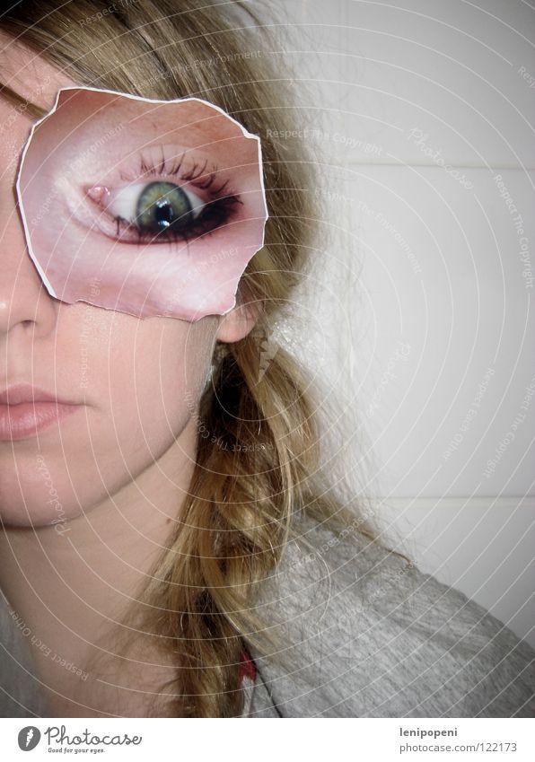 Turnedpatcheye Fotografie Frau entgegengesetzt ausgerissen blond Zopf frontal ernst Lippen durcheinander auf dem Kopf Auge drehen Bild geklebt Haare & Frisuren