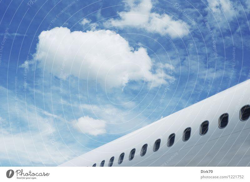 Leichtigkeit des Seins Himmel Ferien & Urlaub & Reisen blau Sommer weiß Wolken Ferne schwarz Flugzeugfenster fliegen träumen Luft Tourismus elegant Luftverkehr