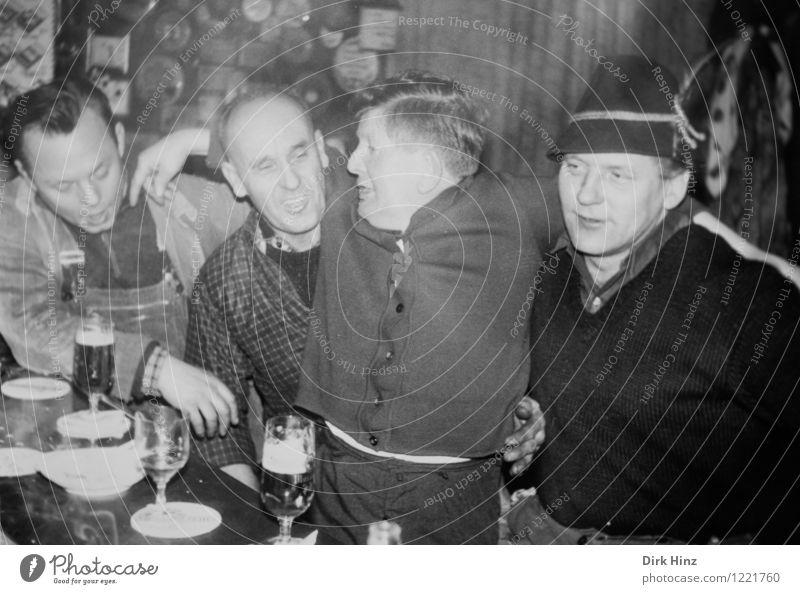 200 Mensch Jugendliche Mann alt Freude 18-30 Jahre Erwachsene Leben lustig Feste & Feiern Menschengruppe Zusammensein Freundschaft maskulin Fröhlichkeit historisch