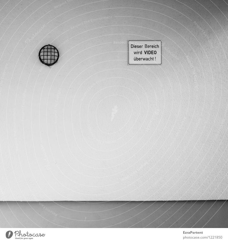 winke,winke Design Stadt Haus Bauwerk Gebäude Architektur Mauer Wand Fassade Stein Beton Zeichen Schriftzeichen Linie grau schwarz weiß Angst Lampe
