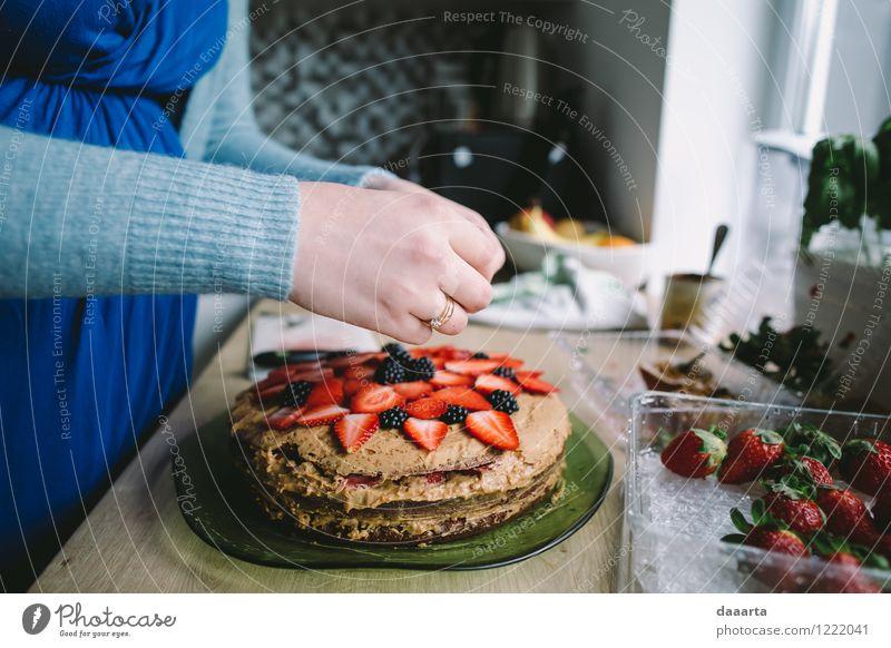 einen Kuchen backen Freude Leben feminin Stil Lifestyle Feste & Feiern Lebensmittel Stimmung Wohnung Frucht Design Freizeit & Hobby elegant Fröhlichkeit Tisch