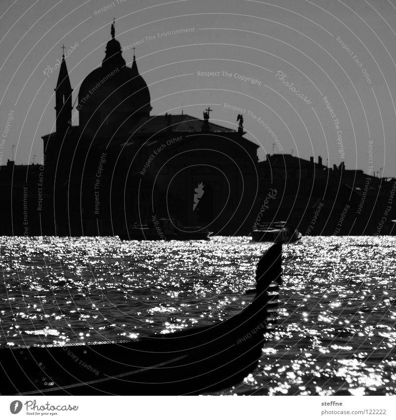 Städtereise Venedig Gondoliere Gondel (Boot) Italien Ferien & Urlaub & Reisen Romantik Ausflug Tourist Erholung Wasserfahrzeug Kuppeldach Gotteshäuser