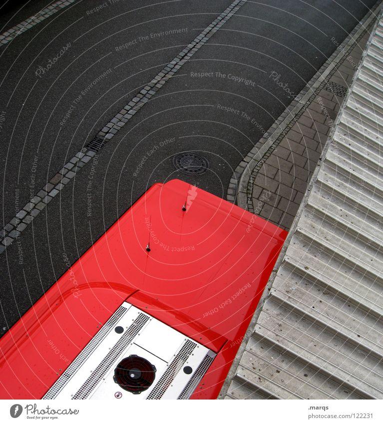 Ansichtssache II dunkel Bürgersteig Asphalt stoppen parken Parkplatz Straßenverkehrsordnung abstrakt schwarz grau rot Dach Gully Flugzeug Fluchtpunkt Geometrie