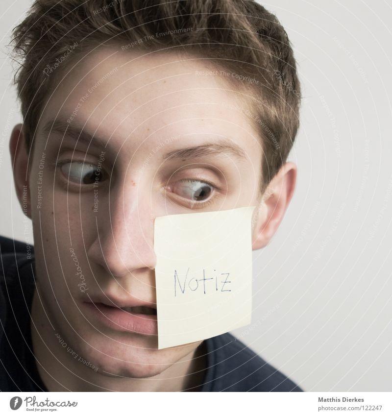 vergesslich Jugendliche Überraschung erstaunt Schielen Zettel schreiben vergessen Porträt Klebstoff Buchstaben Wort Typographie Notizbuch organisieren
