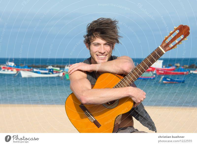 die gitarre und das meer Ferien & Urlaub & Reisen Abenteuer Freiheit Sommer Sommerurlaub Strand Meer Wellen Junger Mann Jugendliche 18-30 Jahre Erwachsene