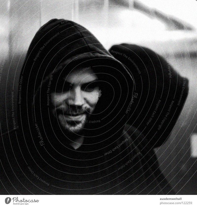 ::Shizophrenie:: maskulin Porträt Spiegel dunkel mystisch Kapuze schwarz Bart Fahrstuhl Licht analog Mensch Gefühle Gesicht nasem mund lachen 50 mm