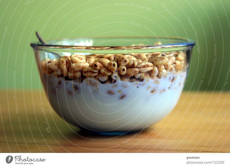 Cerealien zum Frühstück Milch Müsli Löffel Tisch Holz grün Wand Küche lecker Milcherzeugnisse Gastronomie Zufriedenheit Ernährung Schalen & Schüsseln