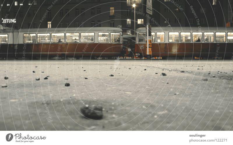 TramStudies pt.1 Nacht Wien Bodenaufnahme Langzeitbelichtung Straßenbahn Beton Bahnhof erdauf Tramway Stein Wagon
