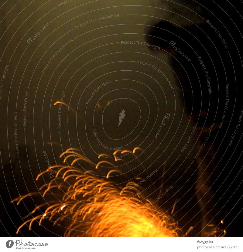 On Fire Brand Silvester u. Neujahr 2007 2008 Feuerwerk Nacht dunkel kalt gelb rot sprühen Dezember Mensch Feste & Feiern Freude orange Funken funkenregen