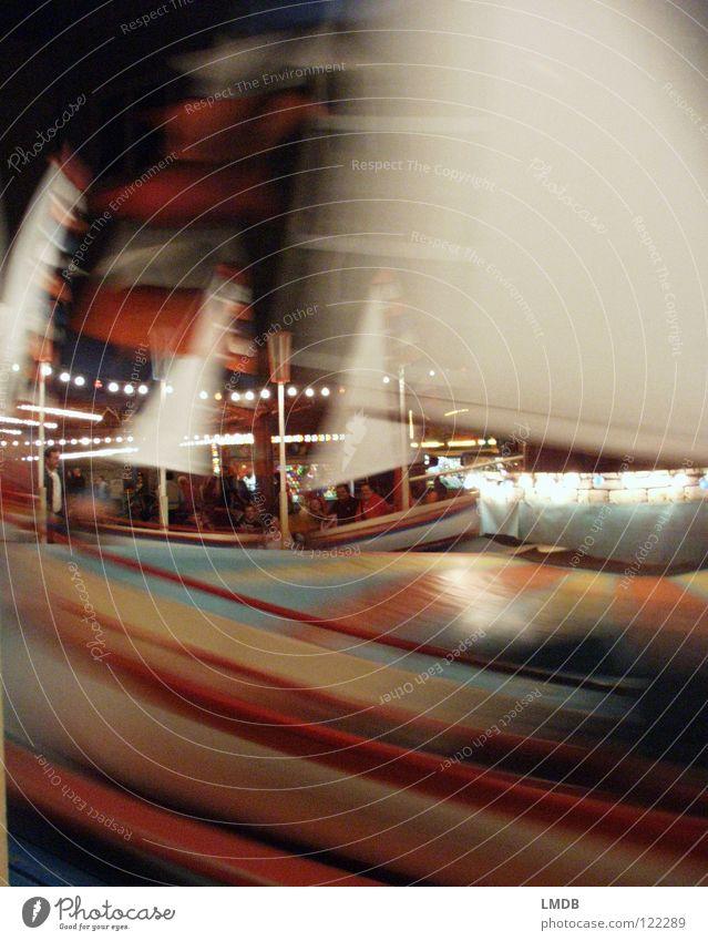 Schläuder-TRAUM Karussell Jahrmarkt dunkel Nacht drehen Kreisel mehrfarbig Bewegung unklar ungenau Unschärfe schemenhaft Ringelbahn Farbe Zentrifuge