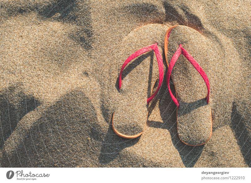 Rosa Sandalen am Strand im Sand Natur Ferien & Urlaub & Reisen blau Sommer Sonne Erholung Meer Mode hell Freizeit & Hobby Tourismus Schuhe Entwurf tropisch