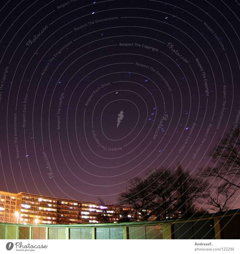 Nachthimmel Himmel Stadt Haus Häusliches Leben Stern Dach violett Wohnhochhaus Abenddämmerung Plattenbau Planet Block Garage Sternenhimmel