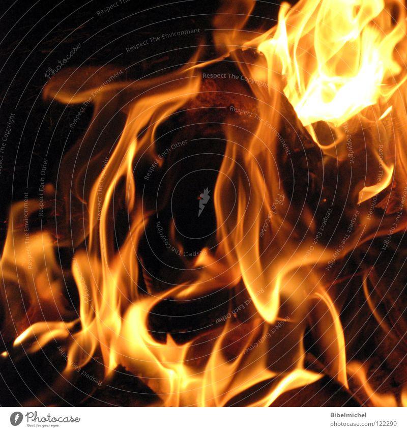 Flammentanz Holz gelb rot feurig brennen schwarz Grill Grillkohle Licht Sauerstoff Kohlendioxid dunkel gefährlich Brandgefahr Streichholz Nacht Physik grell