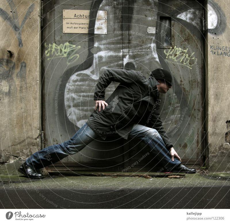 dreh dich nich um lau beobachten Dieb Krimineller Fahndung Kriminalität Retter Warnung Superman Comic Hinterhof Rauschmittel Sozialer Brennpunkt Mann Jacke Hose
