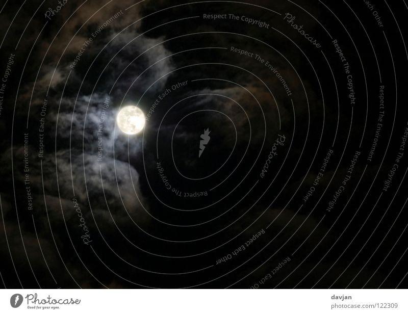 Hui Buh Vollmond Nacht dunkel Beleuchtung Licht Wolken gruselig Werwolf Wolkenfetzen schwarz Angst Panik Macht Himmel Mond Darkness Lichterscheinung hell