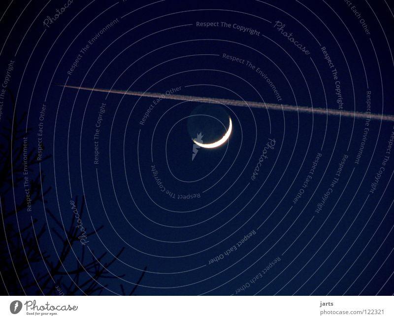 Nachtflug Flugzeug Spätflug Halbmond Vollmond Luftverkehr Himmelskörper & Weltall Mond Sichel Kondenstreifen jarts Neumond