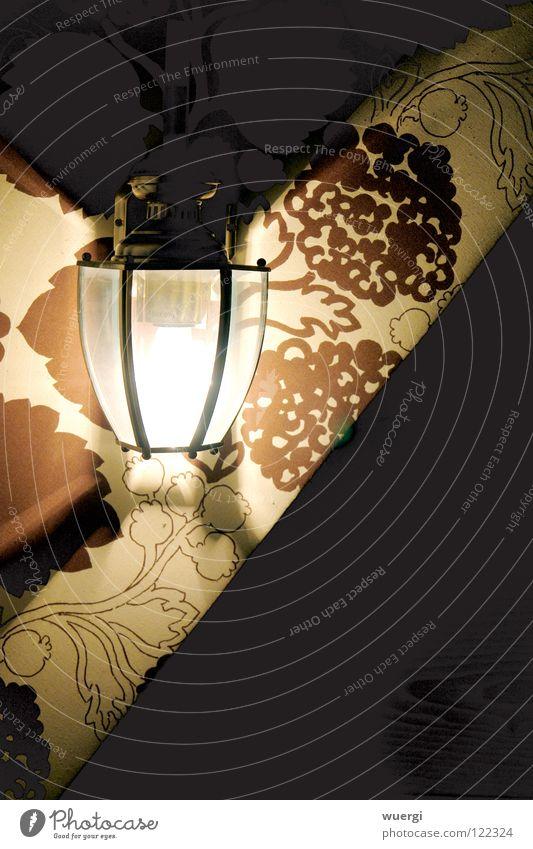 Lampe im Blumenmuster weiß dunkel hell braun Siebziger Jahre
