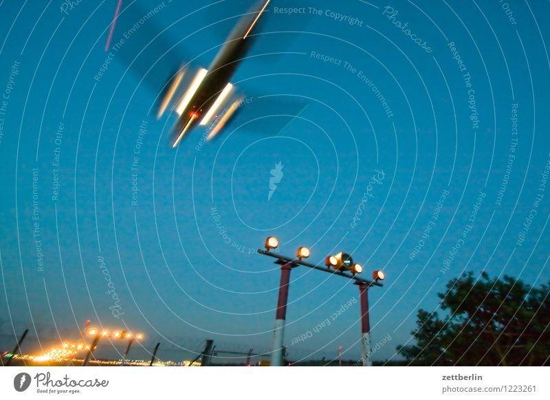 Planespotting Himmel Ferien & Urlaub & Reisen Reisefotografie Berlin fliegen Luftverkehr Textfreiraum Beginn Geschwindigkeit Flugzeug Eile Flugzeugstart Abheben