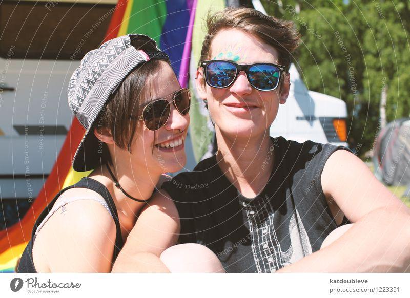 I once was lost, but now I'm found androgyn Homosexualität berühren Erholung genießen Lächeln lachen Liebe Umarmen Coolness Freundlichkeit Fröhlichkeit