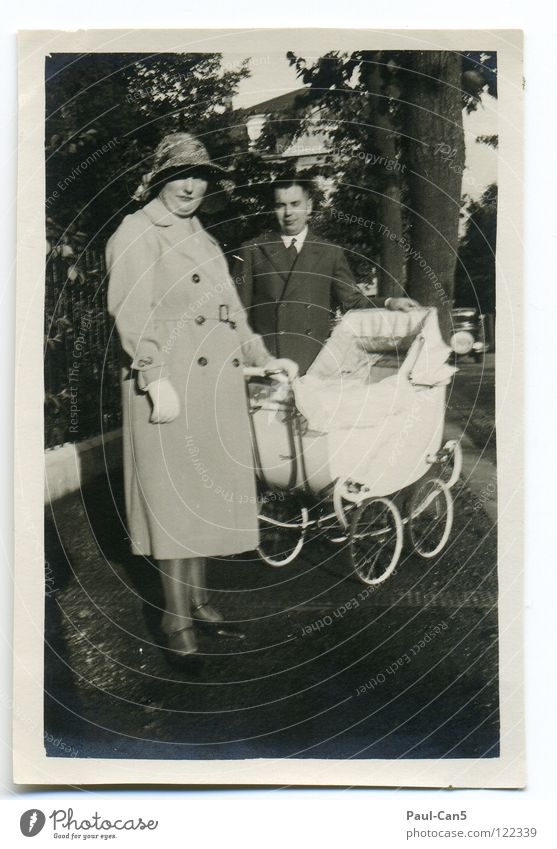 1931 alt weiß schwarz Menschengruppe Ausflug Familie & Verwandtschaft Spaziergang Großmutter analog Eltern antik Stolz Kinderwagen