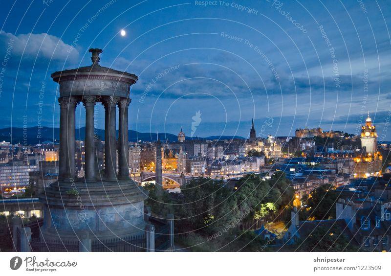Es wird Nacht in Edinburgh Ferien & Urlaub & Reisen Sommer Ferne Architektur Gefühle Gebäude außergewöhnlich Tourismus Ausflug beobachten Europa Kultur Bauwerk Burg oder Schloss Veranstaltung Hauptstadt