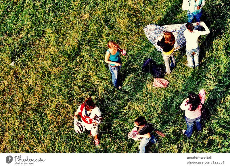 ::Group:: Wiese Gras grün Sommer Physik Picknick stehen Vogelperspektive Frau Mann schön mehrfarbig Mensch Wärme Decke Ball Düsseldorf Rhein Jugendliche Freude