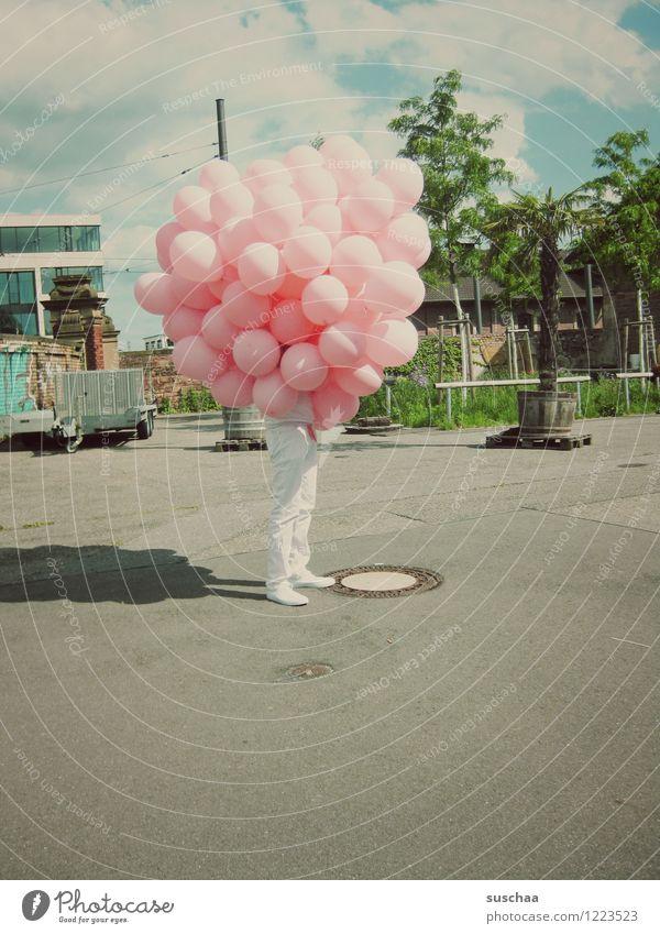ballons mit beinen Straße Beine stehen Luftballon verstecken skurril Tarnung unerkannt