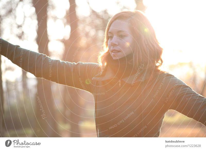 feathery feminin androgyn Homosexualität Sonnenaufgang Sonnenuntergang Sommer Schönes Wetter beobachten entdecken festhalten fliegen genießen stehen authentisch