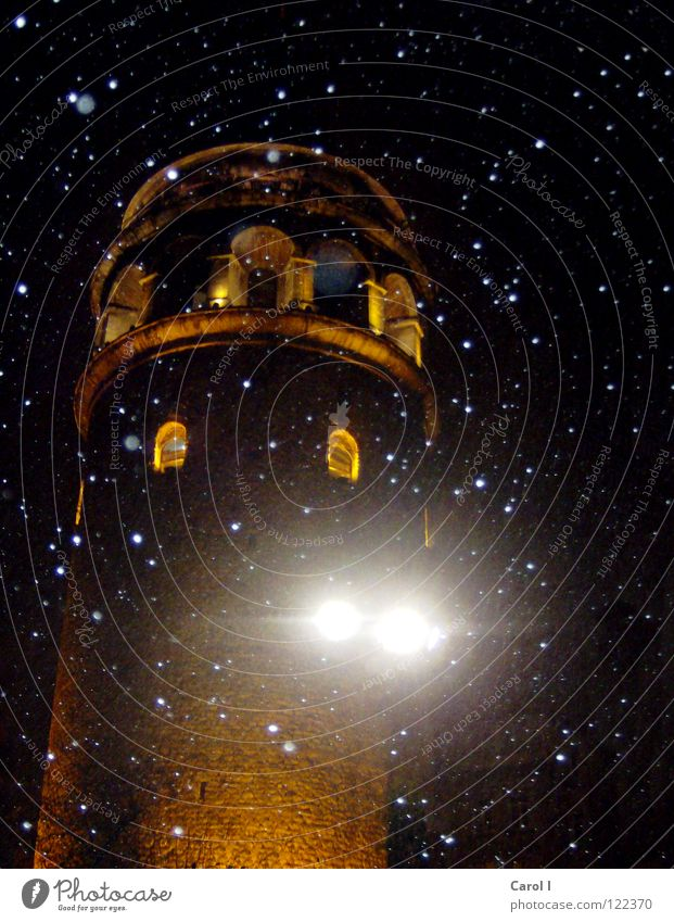Verschneit dunkel Licht Schneesturm Schneefall schwarz gelb Schneeflocke Türkei Istanbul erleuchten Flocke Nacht Stern Fenster Backstein Beleuchtung Märchen