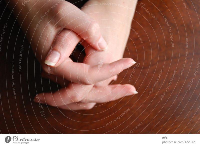 hands Frau Hand Holz Körperpflege gepflegt Holzmehl