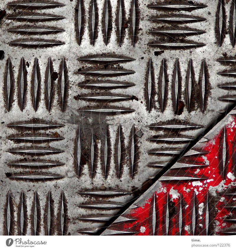BauStellenProfil (III) schön rot Luft Metall Arbeit & Erwerbstätigkeit dreckig leer Sicherheit Baustelle Spuren diagonal Quadrat Handwerk Fuge Eisen Furche