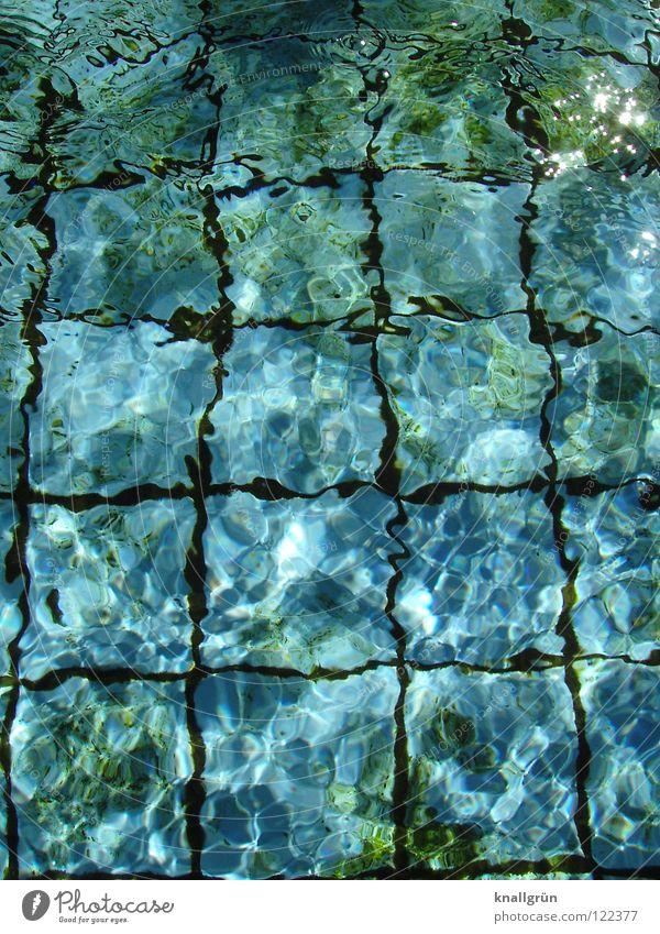 Flirren Wasser grün blau Sommer Freude dunkel Wärme hell nass Schwimmbad Physik Quadrat Fuge Algen Kühlung