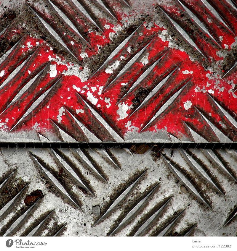 BauStellenProfil (V) schön rot Luft Metall Arbeit & Erwerbstätigkeit dreckig leer Sicherheit Baustelle Industrie Spuren diagonal Handwerk Fuge Eisen Furche